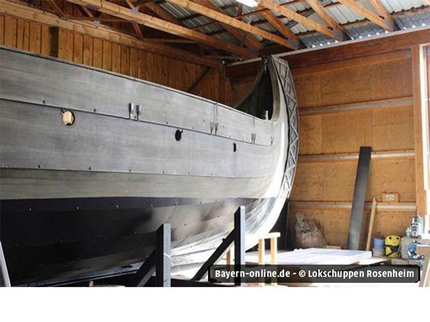 wickie schiff auf gro er fahrt durch rosenheim. Black Bedroom Furniture Sets. Home Design Ideas